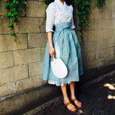 Korean Fashion – How to Dress up Korean Style – Designer Fashion Tips Korean Traditional Dress, Traditional Fashion, Traditional Dresses, Asian Fashion, Love Fashion, Fashion Design, Modern Hanbok, Korean Dress, Mode Inspiration