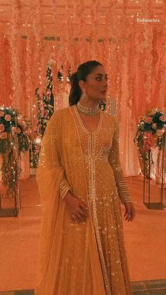 Bollywood Suits, Bollywood Wedding, Bollywood Saree, Bollywood Fashion, Bollywood Actress, Indian Bridal Photos, Indian Bridal Wear, Indian Dresses, Indian Outfits