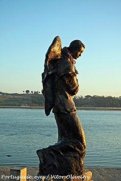 Estátua do Anjo Mensageiro ou Anjo Gabriel - Porto - Portugal by Portuguese_eyes, via Flickr