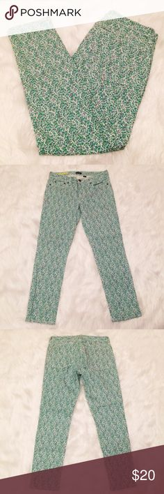"""J. Crew Toothpick Stretch Floral Ankle Jeans These adorable pants from J Crew are in excellent condition! Perfect for Spring  Waist 29"""" Inseam 27"""" 99% Cotton 1% Spandex Thanks for looking! J. Crew Jeans Ankle & Cropped"""