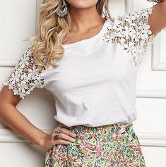 Diy Fashion No Sew, Girl Fashion, Womens Fashion, White Blouse Designs, T-shirt Refashion, Umgestaltete Shirts, African Tops, Personalized T Shirts, Fashion Details