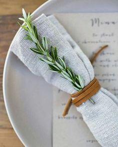 Galhinhos de alecrim pra compor uma mesa especial! Que tal? . . . #memudei #decor #design #decoracion ...
