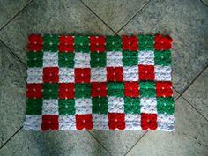 Tapete Verde. vermelho e branco