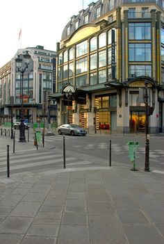 Anciennement, La Samaritaine Henri Sauvage, Halles, France Travel, Rue, Boutiques, Street View, Mansions, Architecture, House Styles