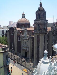 Templo de La Profesa,ubicado en la esquina de Madero e Isabel la Católica, en el Centro Histórico de la Ciudad de México. Foto tomada desde la terraza del museo del Estanquillo,
