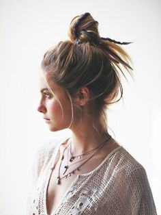 Theatre show performance rehearsal outfit fashion hair bun top knot messy relaxed quick easy Mundo Hippie, Estilo Hippie, Top Knot, Dreads, Isla Fisher, Gorgeous Hair, Beautiful, Looks Vintage, Messy Hairstyles