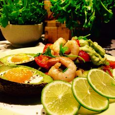 Viherpippuri katkaravunpyrstöt ja kanamuna-avocadot