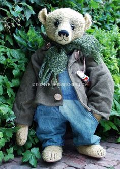 bear with green scarf