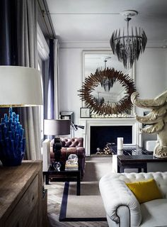 The spanish interior designer ++Lázaro Rosa-Violán++ is a master of his business. We have visited his apartment in Barcelona. Pure design inspirations.