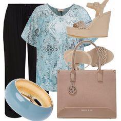 Look+comodo+e+fresco+per+le+nostre+curvy,+con+pantaloni+neri+con+coulisse,+blusa+con+fantasia+in+celeste,+blu+e+grigi.+Voglio+rimanere+nelle+tonalità+calde+e+tranquille,+quindi+ho+scelto+zeppe+e+borsa+in+color+cipria+e+bracciale+in+blu+carta+da+zucchero.