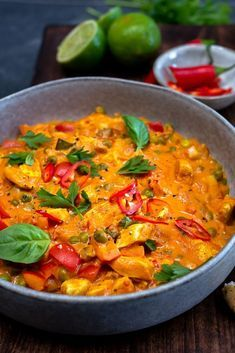 Thaise curry met kipfilet en doperwten Thai curry with chicken fillet and peas Chicken Pulao Recipe, Chicken Soup Recipes, Chicken Curry, Curry Recipes, Asian Recipes, Healthy Recipes, Indonesian Recipes, Low Carb Brasil, Veg Soup