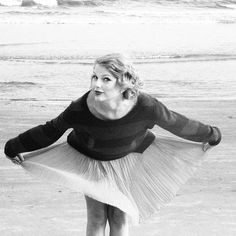 I love feeling the wind fly up my skirt or dress. I'm weird, I know. But, T. Swift must like it too haha.
