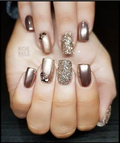 Glitter nail art designs have become a constant favorite. Almost every girl loves glitter on their nails. Have your found your favorite Glitter Nail Art Design ? Beautybigbang offer Glitter Nail Art Designs 2018 collections for you ! Classy Nails, Fancy Nails, Stylish Nails, Trendy Nails, Cute Nails, Natural Nail Designs, Gold Nail Designs, Acrylic Nail Designs, Nails Design