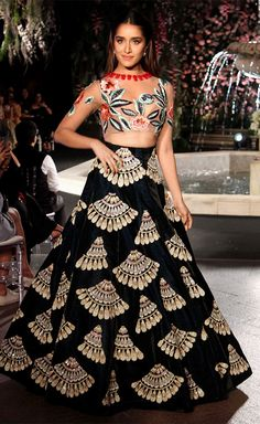 Shraddha Kapoor in a designer wear at one of the LFW events. (Source: Pinterest.com)