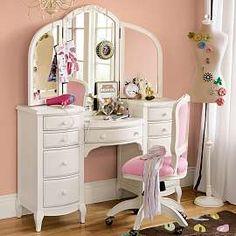 I want a vanity table so bad!!