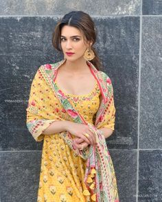 In Yellow Dress Looking Gorgeous ❤️ Kriti Sanon ➡️ - bollywood__celeb - insta Web Bollywood Photos, Indian Bollywood Actress, Bollywood Girls, Beautiful Bollywood Actress, Most Beautiful Indian Actress, Bollywood Celebrities, Bollywood Fashion, Indian Actresses, Bollywood Stars