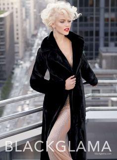 Пальто из блекгламы в Дубае