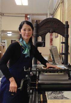 Yoshiko Yamamoto, wood block printing artist in the studio Japanese Prints, Arts And Crafts Movement, Gravure, Yamamoto, Craftsman Style, Contemporary Artists, Printmaking, Block Prints, Sculptures