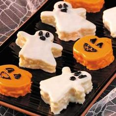Halloween baby shower food Halloween Mini-Cakes Recipe #halloween #food #dessert www.loveitsomuch.com