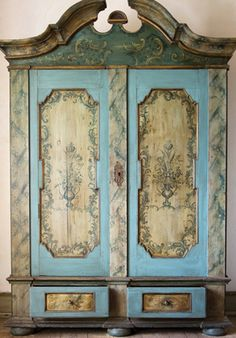 Example from French-painted Furniture workshop from The Creative Course in Stratford-upon-Avon.
