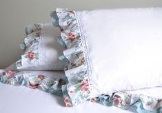 Jogo de lençol para cama de casal tamanho queen 100% algodão 180 fios. Small Pillows, Cute Pillows, Decorative Pillows, Bed Pillows, Shabby Chic Pillows, Shabby Chic Crafts, Shabby Chic Decor, Pillow Room, Pillow Set