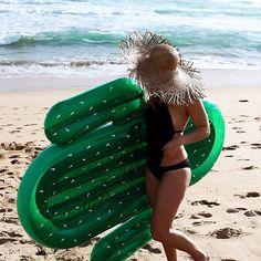 Hello @seewantshop with our new cactus float #LAgentXSunnylife #sunmerisblowingup