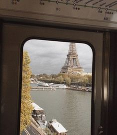 Image about love in Travel✌🏻 by aesthetic. City Aesthetic, Travel Aesthetic, Tour Eiffel, Places To Travel, Places To Go, Oh Paris, Moving To Paris, Paris Ville, Paris Travel