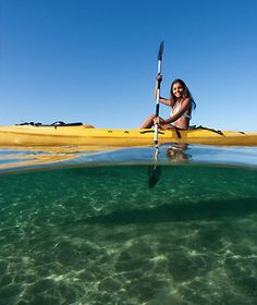 I hope one day to kayaking in clear waters like this. Canoes, Kayaks, Hawaii Vacation, Dream Vacations, Sailing Courses, Hawaii Activities, Visit Hawaii, Paddleboarding, Canoe And Kayak