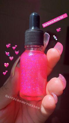 Image of Barbiana Body Oil Glitter Lip Gloss, Diy Lip Gloss, Body Glitter, Glitter Eye, Shimmer Body Oil, Lip Gloss Homemade, Retro Mode, Lip Tar, Pink Body