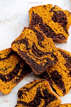 This autumn pumpkin bundt cake is incredibly moist, not too sweet, perfectly spiced. A truly autumn cake, where we use pumpkin puree (homemade or shop-bought) and cocoa! Pumpkin Bundt Cake, Pumpkin Puree, Fall Cakes, Homemade Cakes, No Bake Cake, Food Network Recipes, Food Inspiration, Chocolate Cake, Pavlova