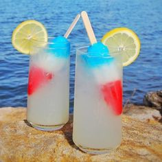Boozy Bombpop Lemonade Recipe: Blueberry vodka mixed with lemonade is sure to cool you down on a hot summer day! The perfect of July cocktail! Holiday Drinks, Party Drinks, Fun Drinks, Yummy Drinks, Fun Summer Drinks Alcohol, Summer Mixed Drinks, Beach Drinks, Fruity Drinks, Fourth Of July Drinks