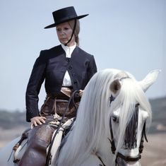 Cayetana Fitz-James Stuart, The Duchess of Alba. Spanish Hat, James Stuart, Spanish Royalty, Gaucho, Royal Weddings, Iconic Women, Classy Chic, Princess Diana, Fascinator
