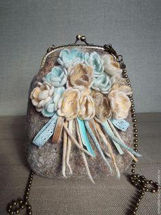Купить Сумка валяная Фиалки - сумка валяная, валяная сумка, ридикюль, сумка из шерсти