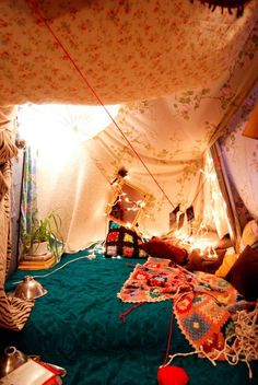 Tent-making genius! I will totally do this with my kids! boho room | Tumblr tapistry, fabrics, drapery.