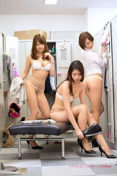 働くオンナ喰い 5プレステージ In the locker room at ANA Japanese Sexy, Japanese Girl, Sexy Asian Girls, Sexy Hot Girls, Treat Your Girl Right, Bodies, Asian Lingerie, Strip, In Pantyhose