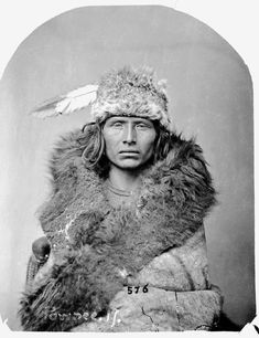 Luh-Sa-Coo-Re-Culla-Ha (Particular Time of Day) or (Esteemed Sun), Pawnee, in Buffalo Robe - Jackson -1868 (picture # 2)