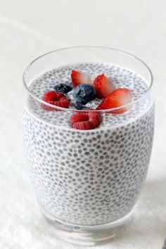 Easy as calm your sugar cravings with this easy chia seed pudding c almond milk, can coconut milk, 2 tsp chia seeds Healthy Treats, Healthy Eating, Healthy Lunches, Healthy Brain, Dieta Atkins, Chia Recipe, Best Breakfast Recipes, Brunch Recipes, Sugar Detox