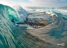 Surfing Dry Reef - Michael Hoult by Stu Gibson