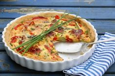 PAI MED SPEKESKINKE, PAPRIKA OG ASPARGES Sour Cream, Quiche, Brunch, Pizza, Baking, Breakfast, Desserts, Recipes, Food