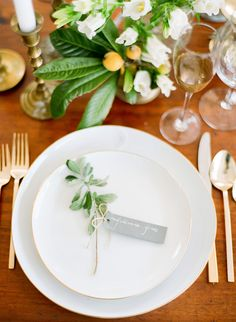Julie Ryan This would fit your theme with EASE! xxoo E simple + natural place setting // photo by Julie Cate Wedding Reception Decorations, Wedding Table, Table Decorations, Reception Ideas, Wedding Place Settings, Beautiful Table Settings, Deco Table, Wedding Shoot, Wedding Ideas