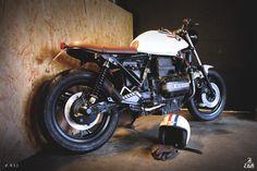 Un casque assorti à la moto ? L'inverse en fait, une BWM K75 aux couleurs du Davida de son proprio, et une nouvelle mission accomplie pour Etik Motorcycles.