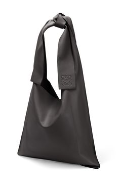 Oversized hobo bag with bow shoulder strap. Key features: crafted from Nappa Calf; internal patch pocket in soft nappa leather with embossed LOEWE logo; made in Spain. Botas Western, Shop The Runway, Crochet Shoes Pattern, Loewe Bag, Origami Bag, Leder Outfits, Quilted Handbags, Boho Bags, Fabric Bags