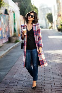 to Style 12 Key Plaid Pieces This Fall Fall outfit: Chic plaid coat, skinny jeans and flatsFall outfit: Chic plaid coat, skinny jeans and flats Fall Winter Outfits, Autumn Winter Fashion, Summer Outfits, Looks Jeans, Mode Mantel, Plaid Coat, Fall Plaid, Plaid Jacket, Plaid Jeans