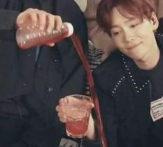 Read memes from the story Comentários Nas Fanfics Jikook (E Clichês) by Milleyoongi (Young And Beautiful) with reads. Vou colocar u. Funny Kpop Memes, Exo Memes, Bts Meme Faces, Funny Faces, Meme Pictures, Reaction Pictures, Weird Pictures, Jikook, Got7