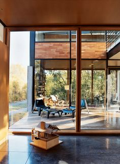The house wraps around a patio, but instead of everything feeling separate and boxy the huge windows make it feel like one large space.  And this house is in Minneapolis!