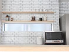 いいね!979件、コメント41件 ― @cafe_closet02のInstagramアカウント: 「・ タイルじゃなくてクロスです ◡̈⚐ ⚑ #シンコール#BB9453 ・ 棚を拭いて戻してる途中のpic。 センスがなくて何をどう飾ればいいのやら笑 ・…」 Muji Style, Kitchen Cabinets, Interior, Table, House, Furniture, Home Decor, Instagram, Decoration Home