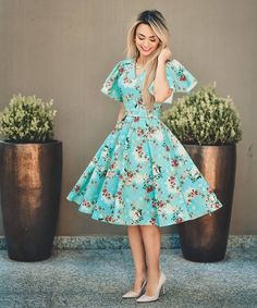 Obsessed with this flower dress. ❤️😍 Ready for church ⛪️ 😍❤️ Stylish Summer Outfits, Classy Outfits, Indian Designer Outfits, Designer Dresses, Skirt Outfits, Dress Skirt, Pretty Dresses, Beautiful Dresses, Modest Fashion