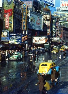 Times Square winter 1944-Orpheum Theatre : Hollywood Canteen+3 is a Family+Tomorrow The World-Old New York City