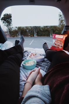 Drive in movie date night drive in movie cute date ideas, dream dates, car Car Dates, Movie Dates, Date Night Movies, Relationship Goals Pictures, Cute Relationships, Couple Relationship, Romantic Dates, Romantic Couples, Cute Couples Goals