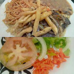 No geral precisa melhorar tudo, menos a casa, que está pronta para o negócio, mas começar um negócio dessa forma, é começar com 4 pés esquerdos depois de passar debaixo da escada e 3 gatos pretos à frente, tem que melhorar o atendimento, e comida e a cozinha com certa atenção, tudo está bem complicado de achar qualidades.  #comida #almoço #restaurante #microondas #bife #carne #batata #arroz #feijão #macarrão #cebola Bife acebolado - R$13,50 comendo Bife acebolado em Nil Lanches E Restaurante